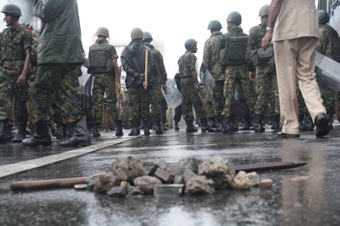police-with-stones-290812-against-IUSF