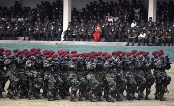 sri-lankan-government-soldiers-march-during-a-ceremony-at-the-army-headquarters-in-colombo