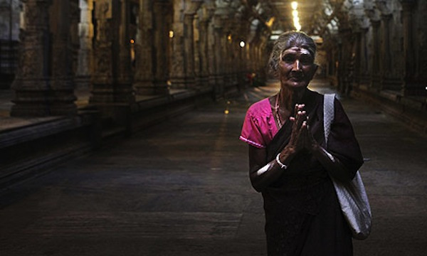 A-Tamil-woman-prays-at-a-001
