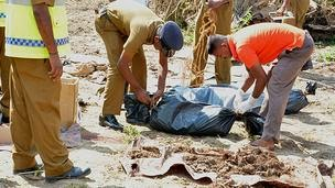 140228131446_mullaitheevu_mass_grave_sri_lanka_624x351_bbc_nocredit