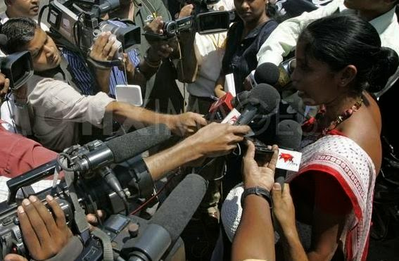 1265990208-sri-lankan-protest-against-media-suppression-in-colombo242897_242897