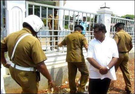 SL_Police_insults_memorial_01_106961_445