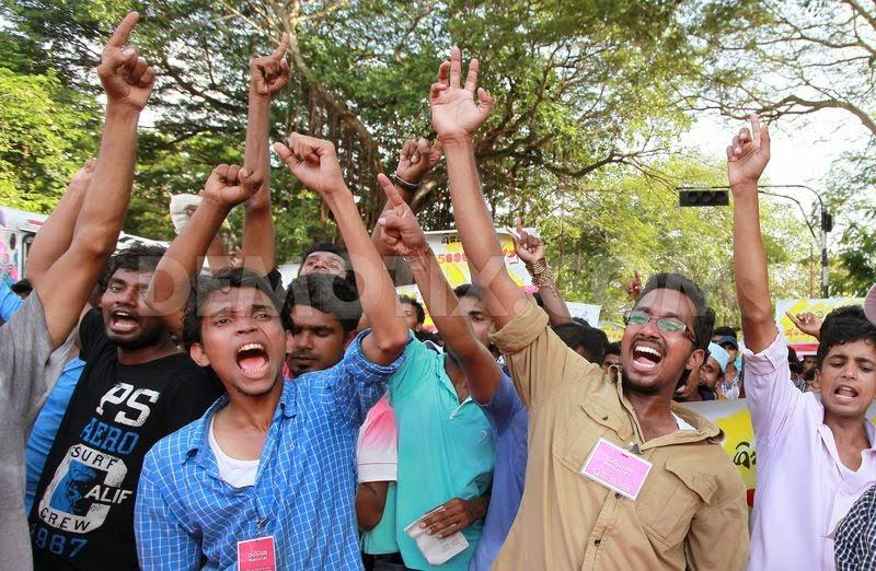 1372865324-sri-lankan-students-protest-over-private-university-plans_2219867