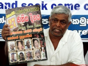 Brio Fernando at the Press Conference sowing on of the mud posters on 30th Oct 2014