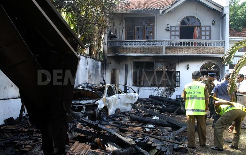Sri Lankan Police officers conduct investigations of the wreckage of the home of opposition activist Tiran Alles, following a bomb attack in Colombo, Sri Lanka, 22/01/2010. A key opposition activist Tiran Alles in Sri Lanka was targeted at home by a bomb attack on Friday as violence escalated ahead of next week's presidential election on 26th of January. The blast destroyed a car and severely damaged the home of Tiran Alles, a wealthy businessman and key ally of the opposition presidential candidate 2010: Sarath Fonseka. He and his family escaped unhurt.