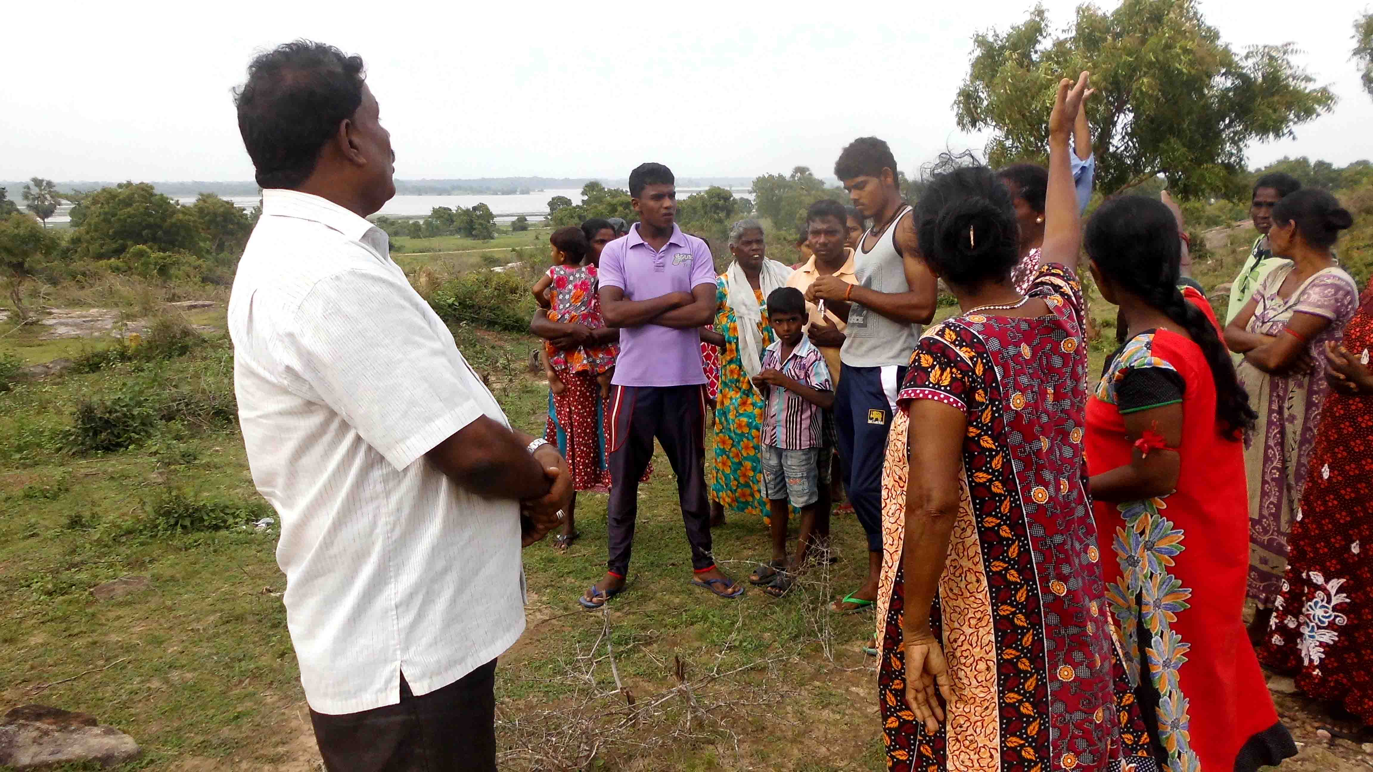 Tamil people at Va'laththaap-piddi complain about SL land grab to EPC Coucillor