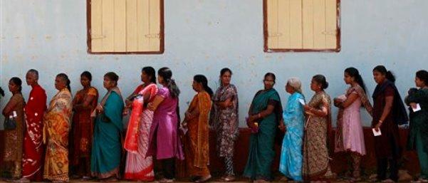 sri lanka Tamils lined up for voting