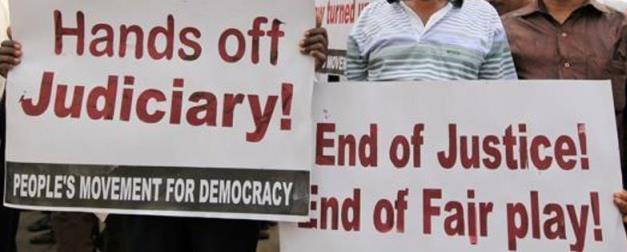 Sri-Lankans-protest-621x414