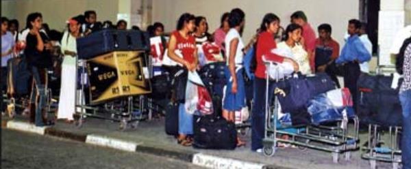 z_bus-pi-Lankan-migrant01