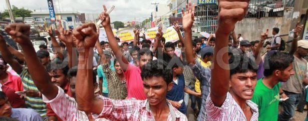 1372865329-sri-lankan-students-protest-over-private-university-plans_2219875