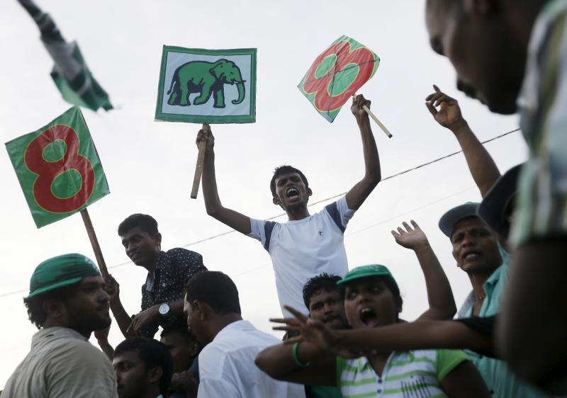 Supporters of Sri Lanka's Prime Minister Ranil Wickramasinghe shout slogans during a rally in Galle, August 14, 2015. Dinuka Liyanawatte / Reuters