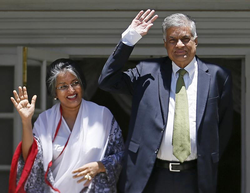 Ranil Wickremesinghe, leader of Sri Lanka's United National Party (UNP), waves next to his wife Maitree Wickremesinghe at the Prime Minister's official residence in Colombo, August 19, 2015. Dinuka Liyanawatte / Reuters