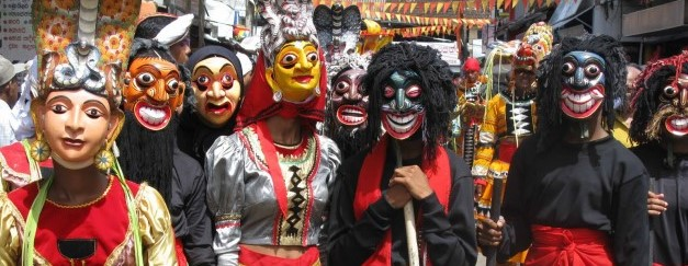 People-With-Ambalangoda-Masks-Sri-Lanka-651x488