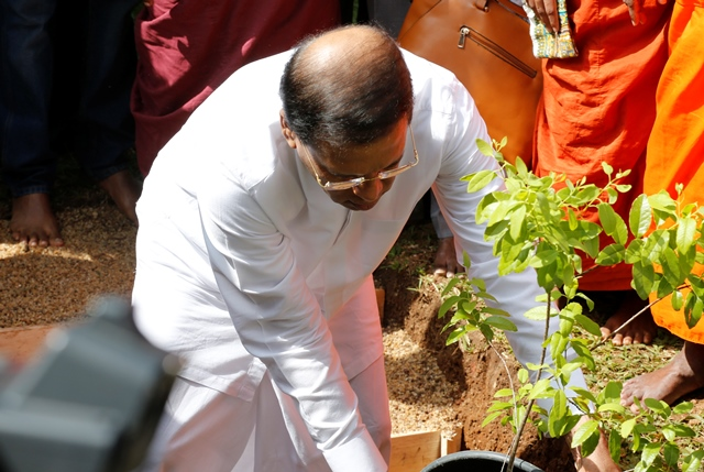 President Sirisena at 2016 January 08 the memorial service for late Maduluwawe Thero (c) sunandadeshapriya MGL2693 (8)
