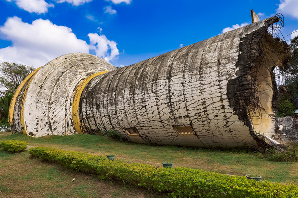 A water tank at Kilinochchi, toppled by the Tigers as they retreated. Credit Poras Chaudhary for The New York Times