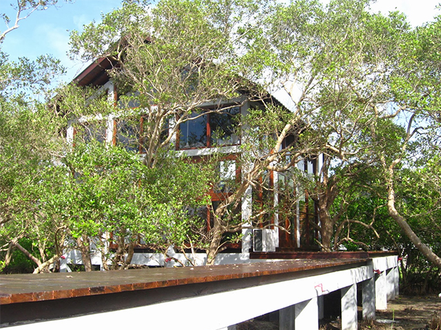 Panama-lagoon-cabana