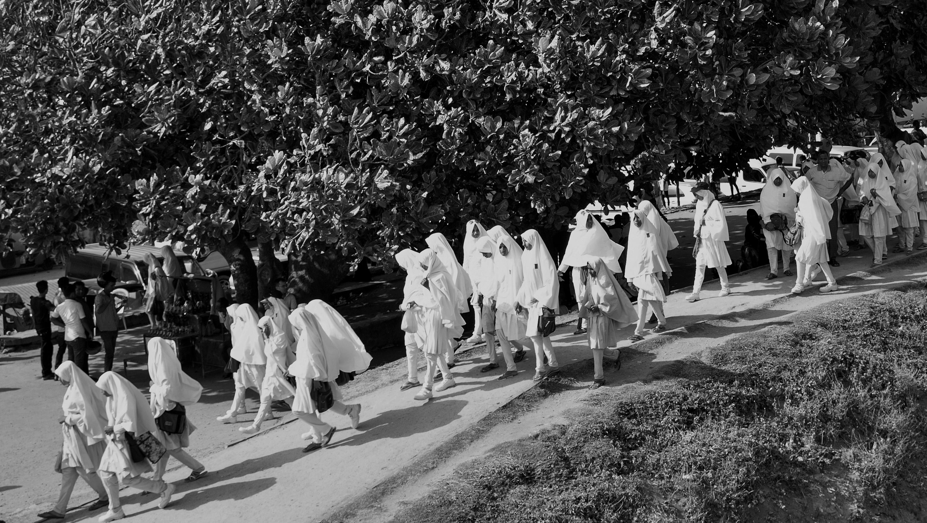 Muslim School Girls, sri Lanka (c)s.deshapriya