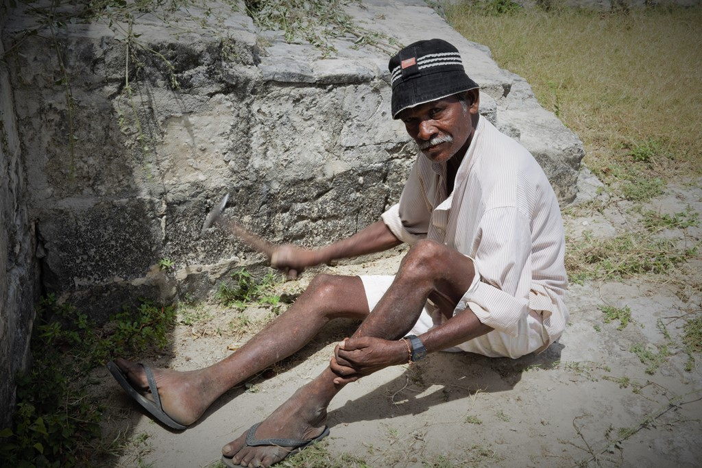jaffna-worker-july-2015-s-deshapriya
