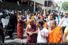 Sihala Ravaya monks and junks attack Kollupitiya meat shops – police refuse to record complaints