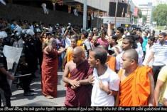 Sihala Ravaya monks and junks attack Kollupitiya meat shops – police refuse to record complaints