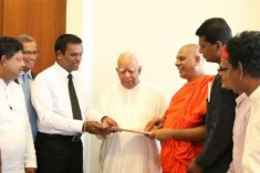 Sampanthan Meets Those Who Protested In Front of His Office