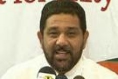 Sri Lanka: Deputy minister made a policeman kneel on highway