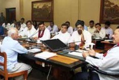 Commander in Chief of the Armed Forces and the Editor in Chief of the Republic President Mahinda Rajapaksa giving  instructions to the Media – UNP