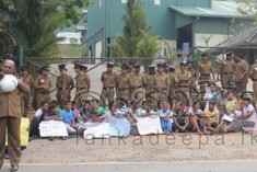 """Get out you dogs! If you don't come out we'll kill you!"" –   Sri Lanka Police threaten  peacfull protestors"