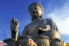 People oppose erection of  Buddha statue at the entry of Batticaloa.