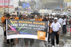 Large crowds for university teachers' 'March'
