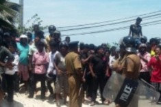 Prof. V.T. Tamilmaran Rescued From Angry Mob in Jaffna